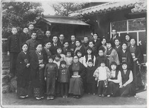 親族で撮影した一枚(昭和27年)